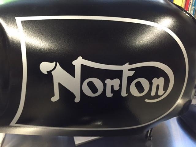 NortonCommandoTank9