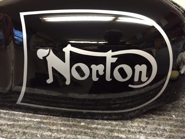 NortonCommandoTank17